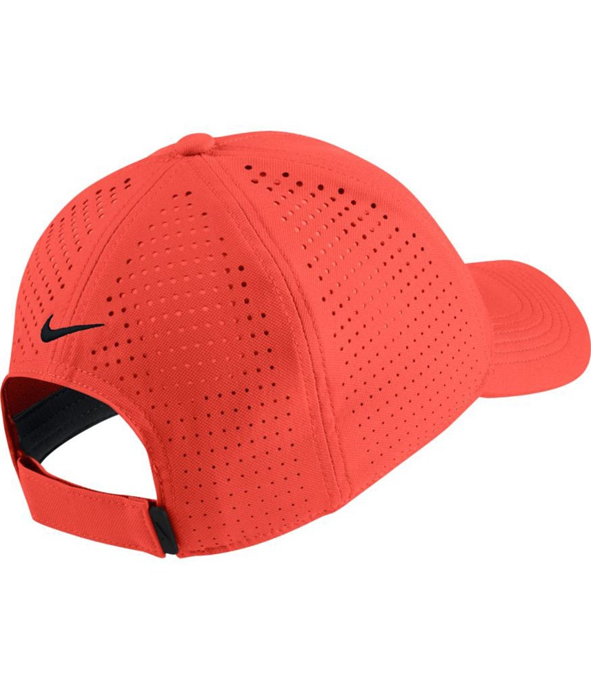 c67bb1680eaf4 Nike Mens Aerobill Legacy 91 Perforated Fitted Golf Cap. Double tap to  zoom. 1 ...